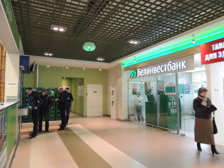 Что сегодня происходит у обменников в Витебске из-за изменения курса рубля? Смотрите сами