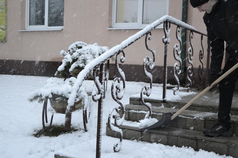 «Такого снегопада давно не помнят здешние места» — Дубровно замело