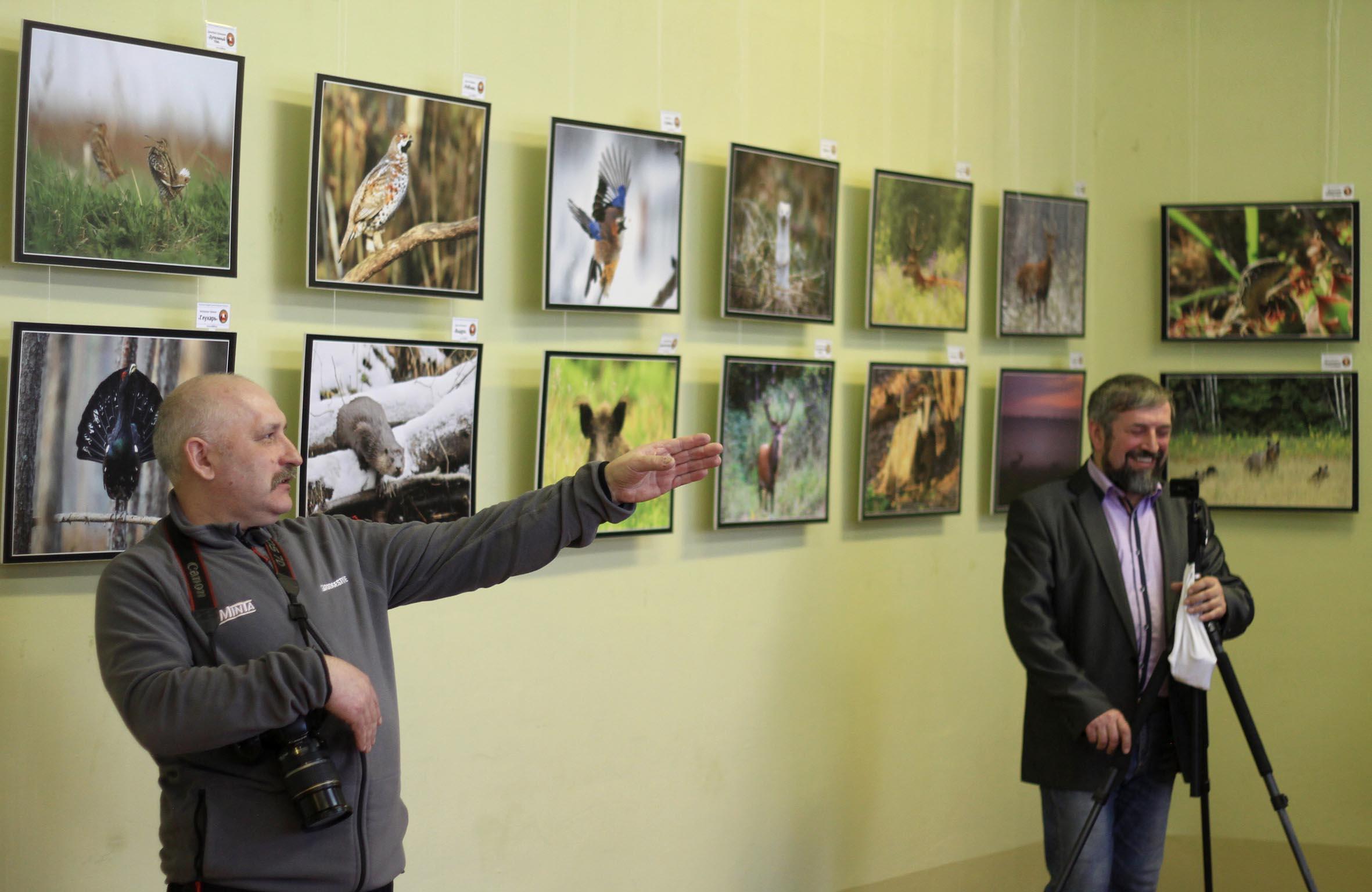 В Шарковщине открылась фотовыставка членов клуба фотоохотников дикой природы Беларуси