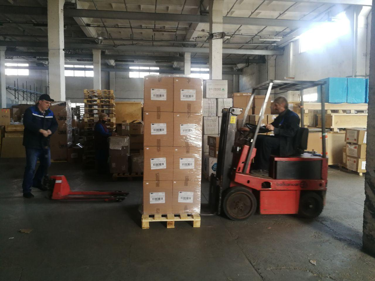 Белорусские ИТ-компании EPAM и Wargaming передали Минздраву 700 тыс респираторов