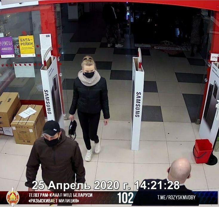 В Витебске разыскивают девушку, подозреваемую в хищении наушников в «Пятом элементе»