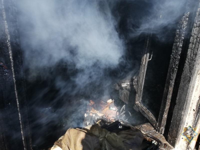 Ожоги головы получил пенсионер, пытаясь потушить баню в Орше — видео