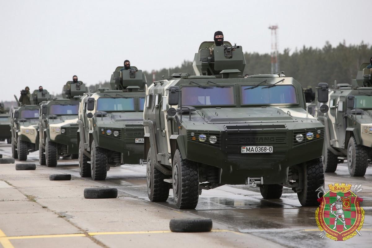 Белорусская армия тренируется к параду на аэродроме Липки