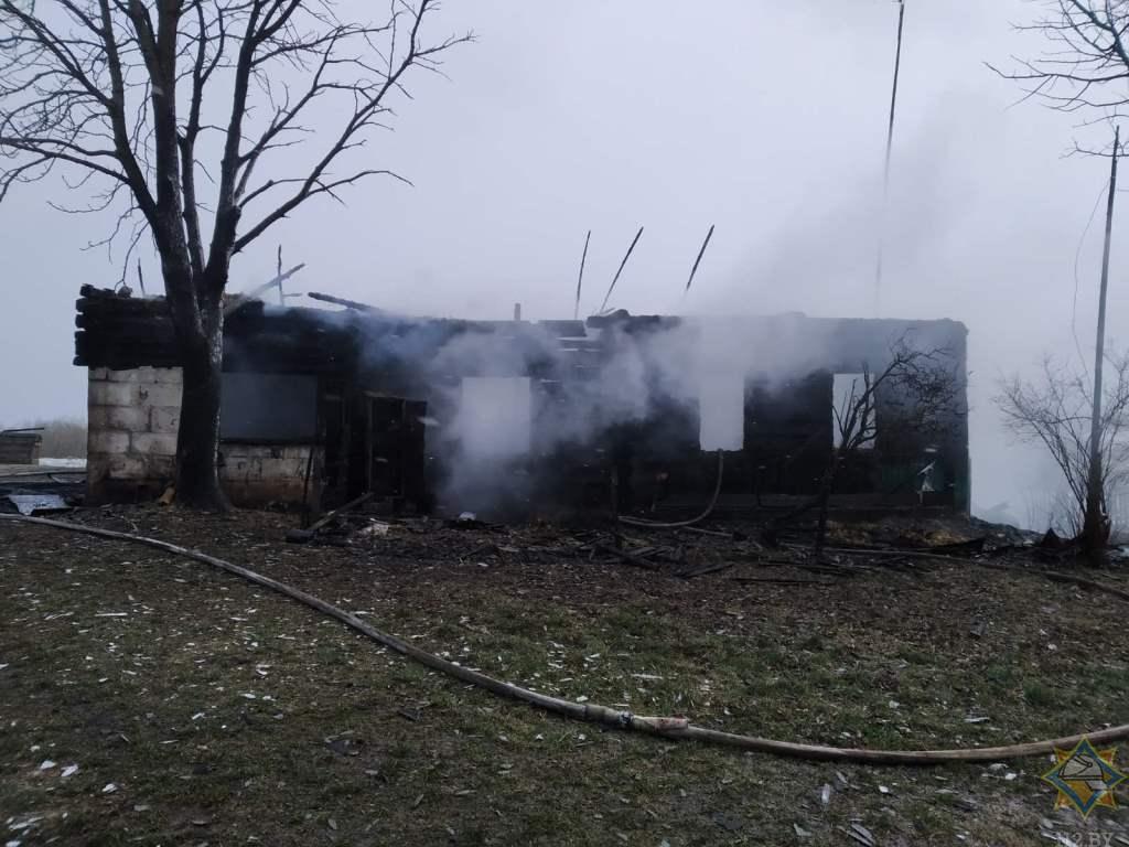 В Сенненском районе на пожаре погибла женщина — видео пожара