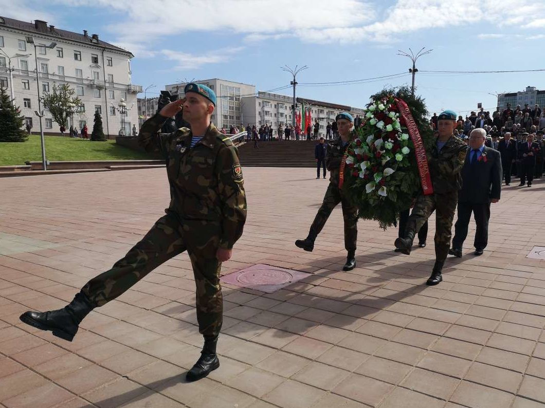 День Победы в Витебске: немноголюдно и очень торжественно