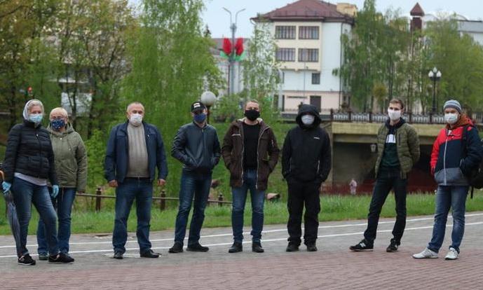 Акции в поддержку блогера Тихановского прошли в трех городах. В Минске задерживали 14 человек