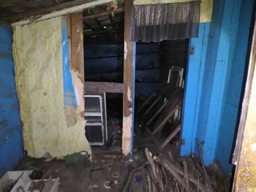 В Орше работники МЧС спасли мужчину из горящего нежилого дома
