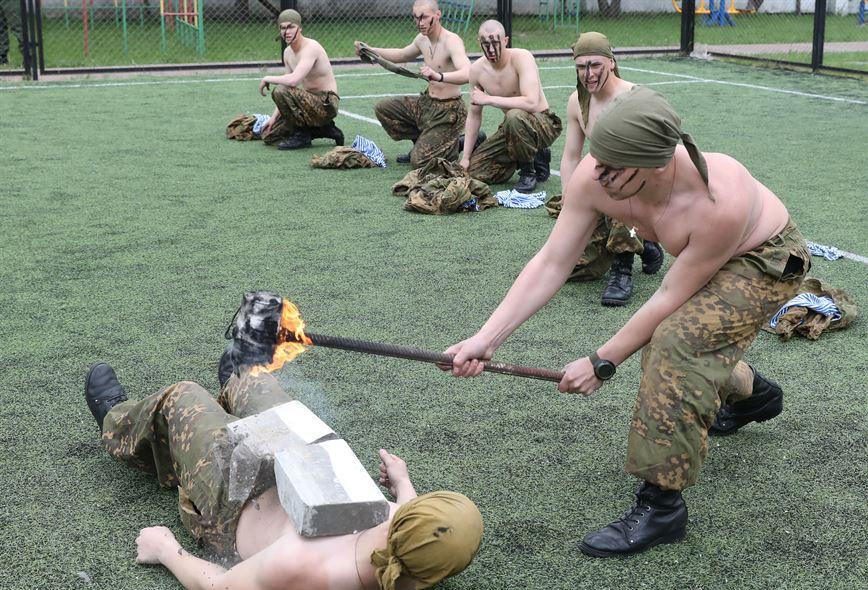 Витебские десантники поздравили воспитанников детского дома с Днем защиты детей - фото