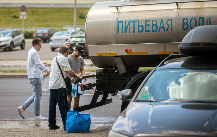 «Это не сточные воды и не аммиак». Химики — о том, что произошло с водой в некоторых районах Минска