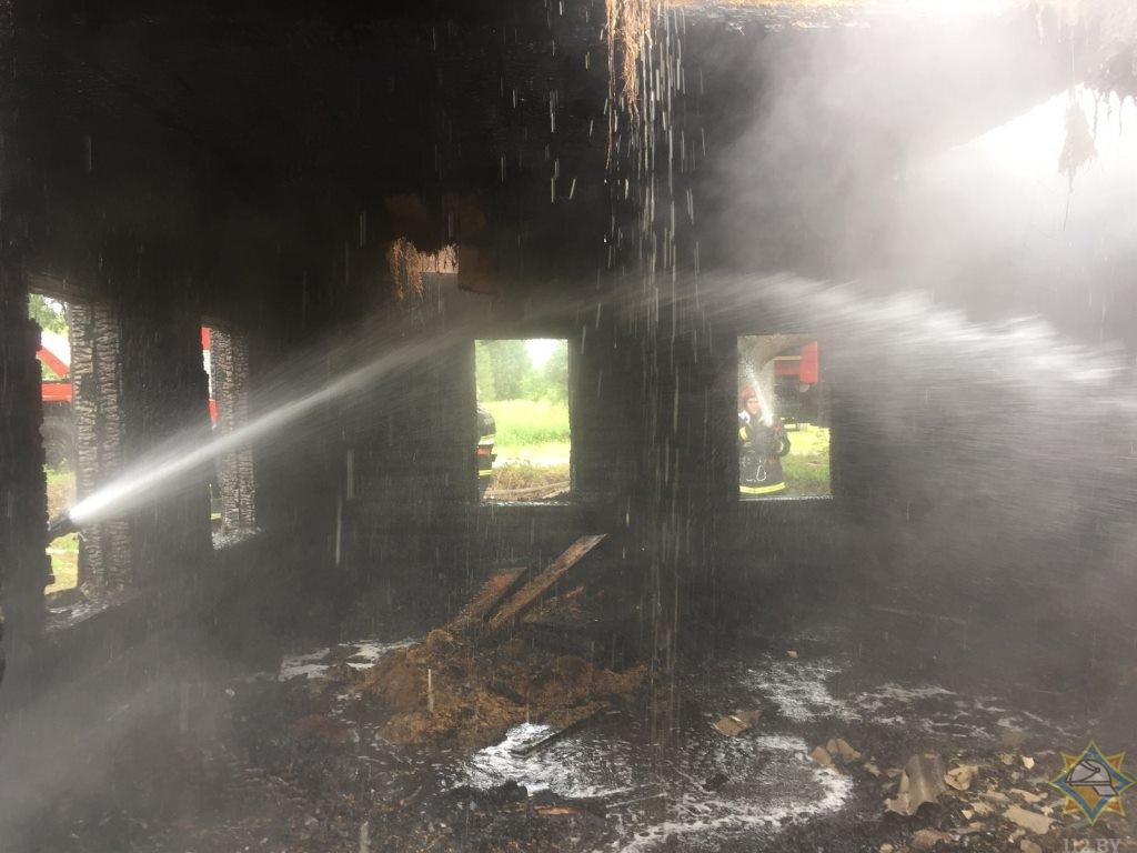 В Витебском районе загорелся нежилой дом