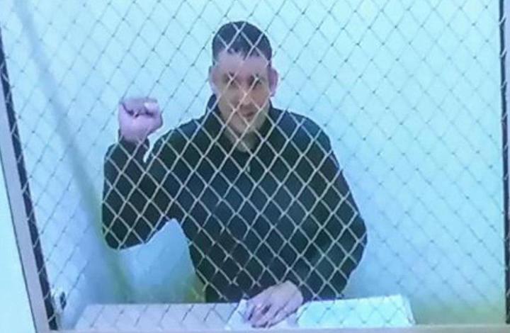 «Никогда не видела его таким». В суде по видеосвязи показали Тихановского — и он не похож на себя