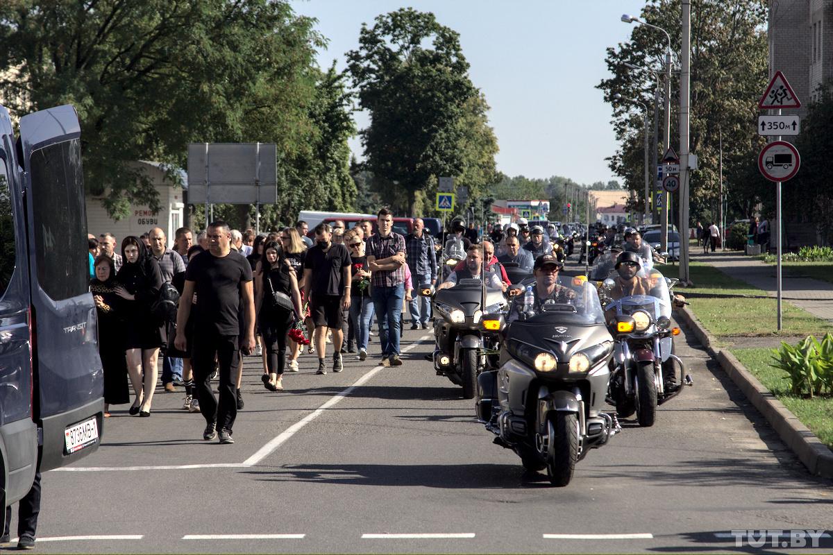 В Беларуси простились с мужчиной, убитым выстрелом в голову во время протестов в Бресте