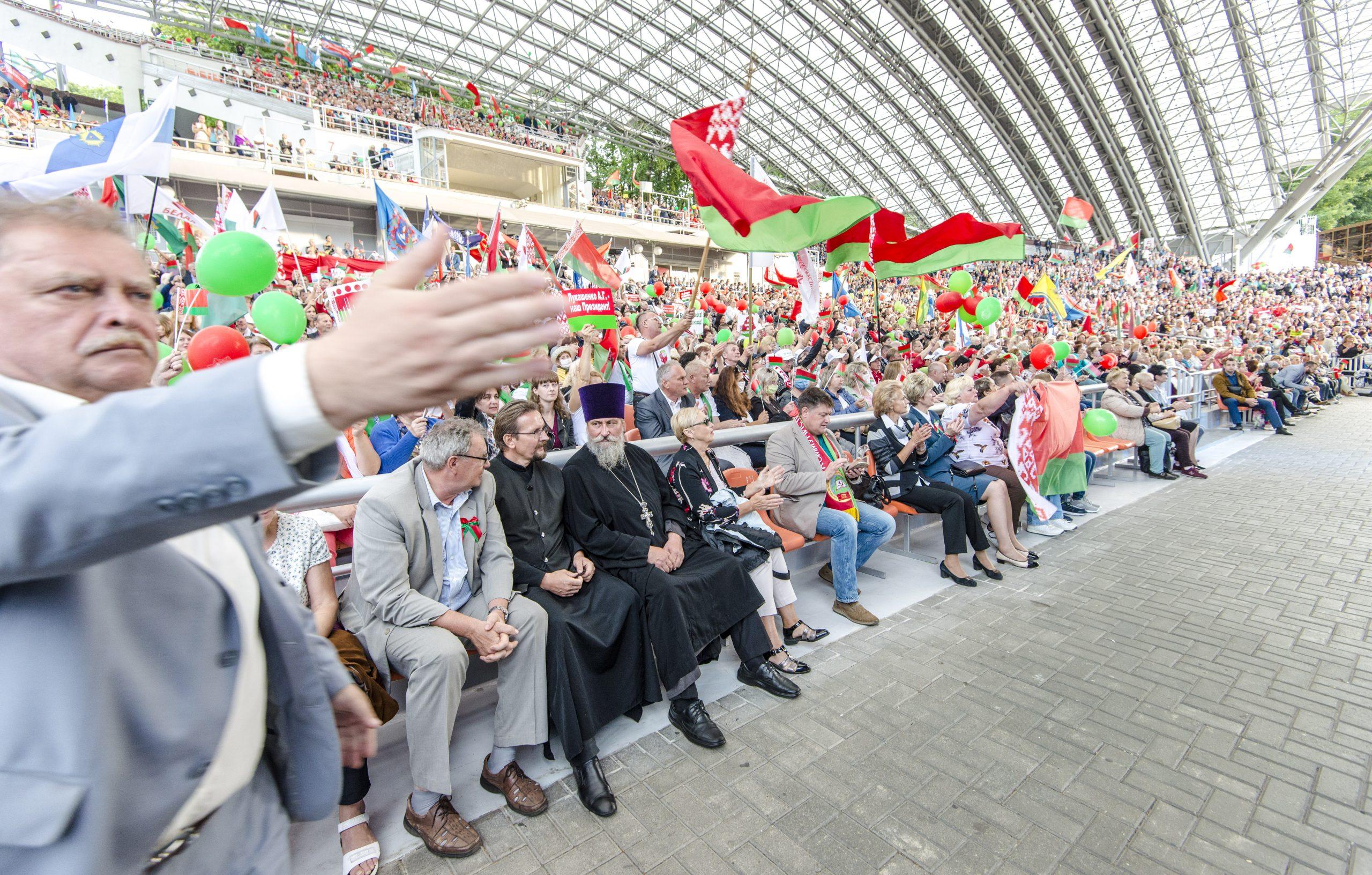Как прошла демонстрация народной любви по распоряжению в летнем амфитеатре в Витебске
