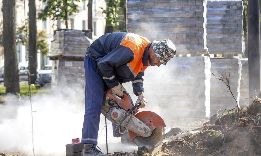 В Витебске идет реконструкция центральной аллеи по улице Кирова