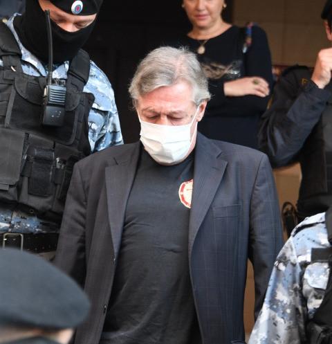 Михаил Ефремов приговорен к 8 годам колонии общего режима