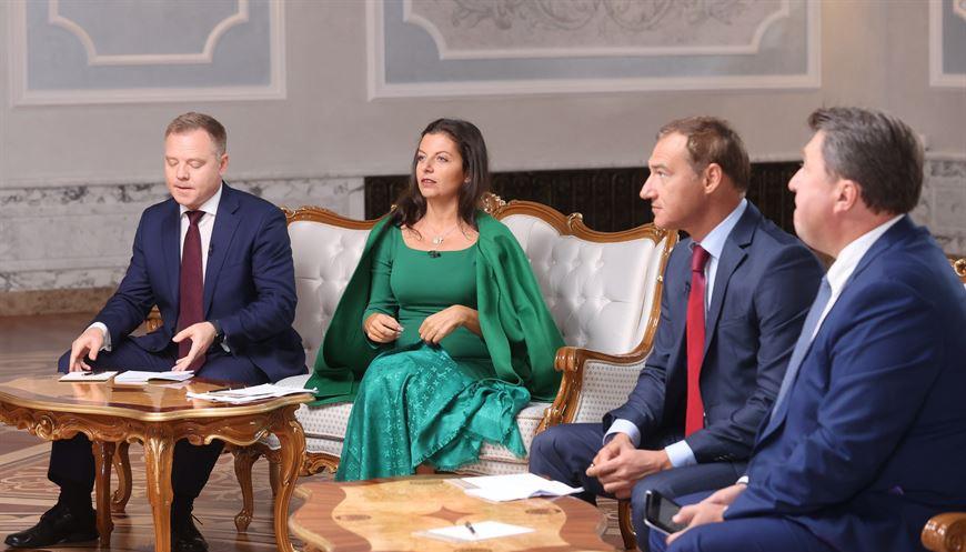 Лукашенко дает интервью ведущим российским СМИ