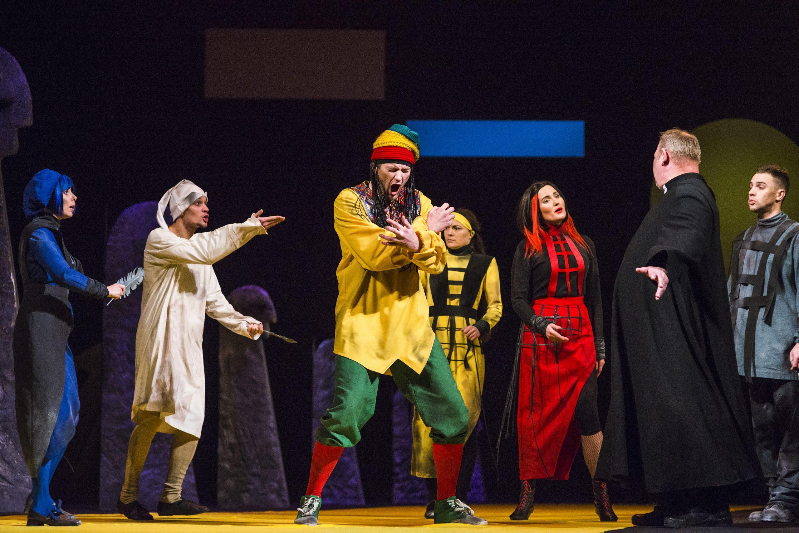 «Старый–старый сеньор с огромными крыльями»: в свой 94 День рождения театр Якуба Коласа подарил зрителям премьеру!