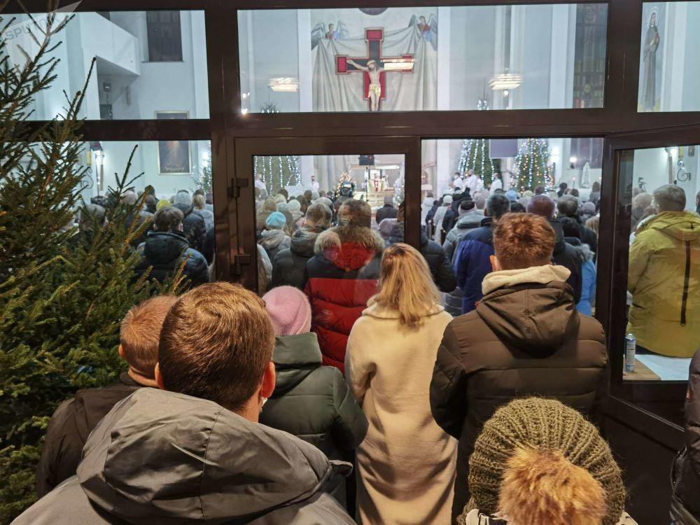 С хлебом, но без вина: в Витебске католики встретили Рождество