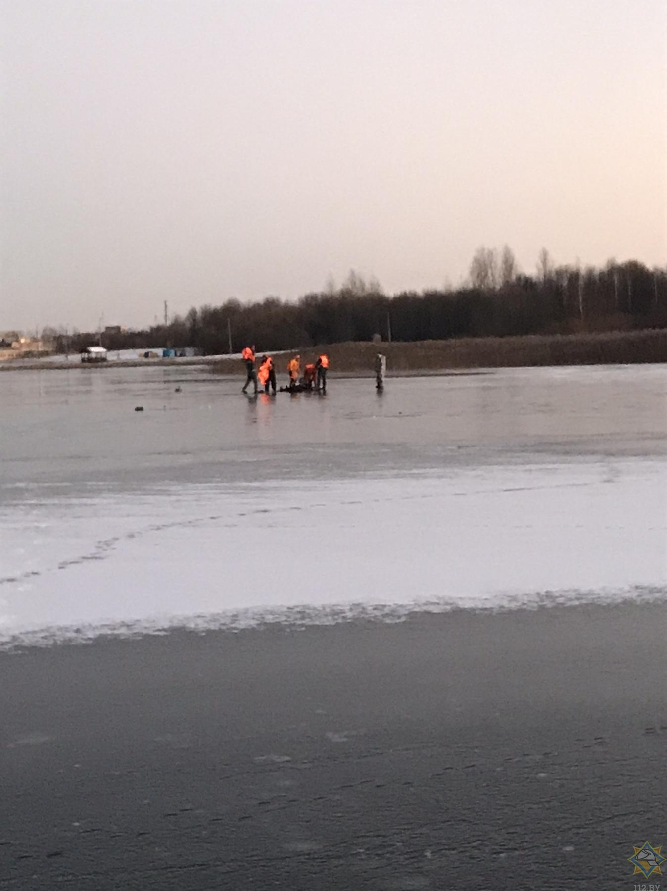Любитель зимней рыбалки провалился под лед в Шумилино