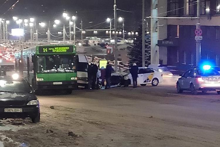 Крупное ДТП произошло в центре Витебска. Движение было частично перекрыто