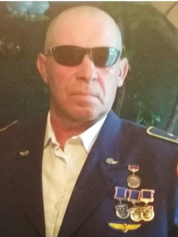 Полочанина, покрасившего свой дом в цвета национального флага, уволили после освобождения из ИВС. 38 лет он безупречно работал на железной дороге