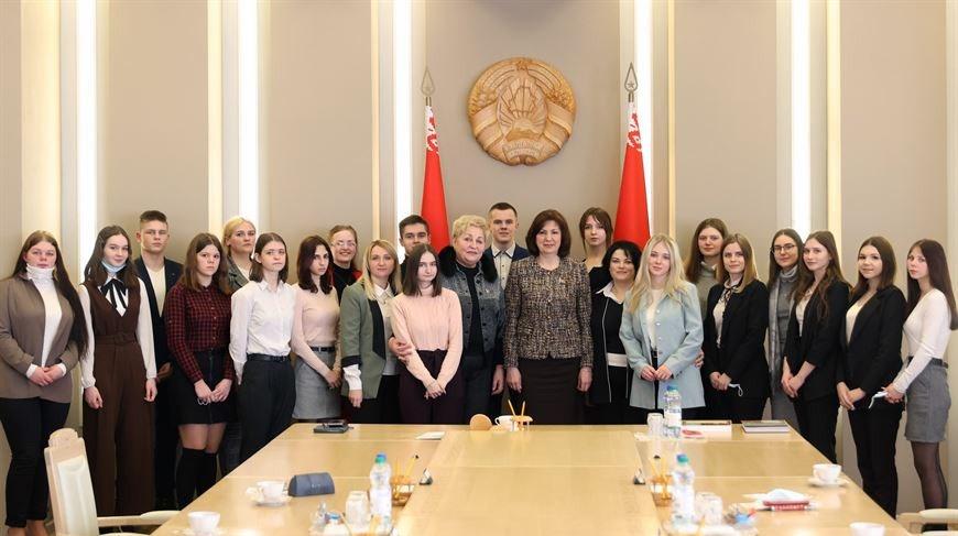 Кочанова встретилась с учащимися Полоцкого колледжа Витебского госуниверситета