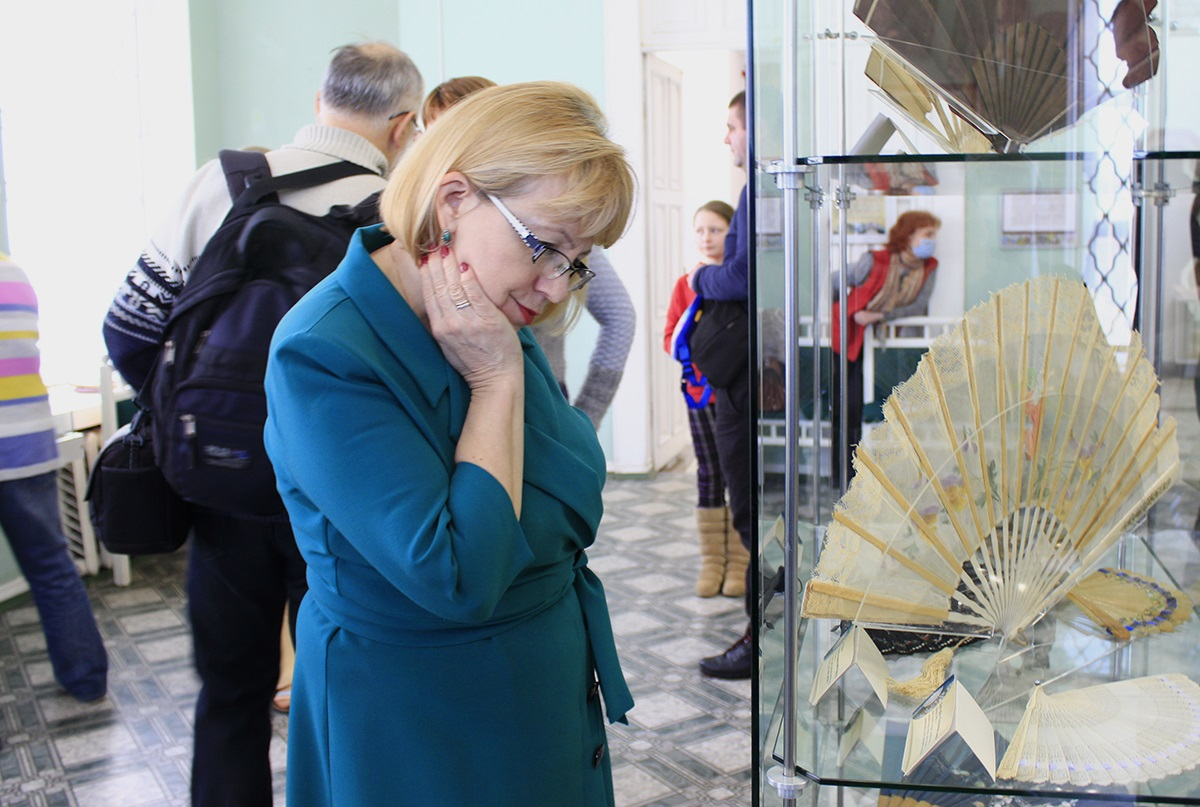 На выставе веераў «Лунае веер акрылены» у Ратушы