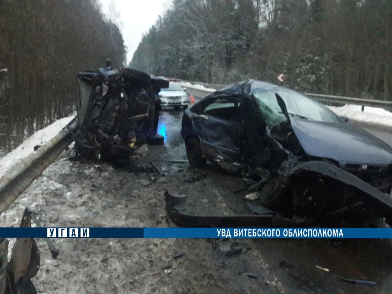Один человек погиб, четверо попали в больницу в результате лобового столкновения автомобилей в Полоцком районе